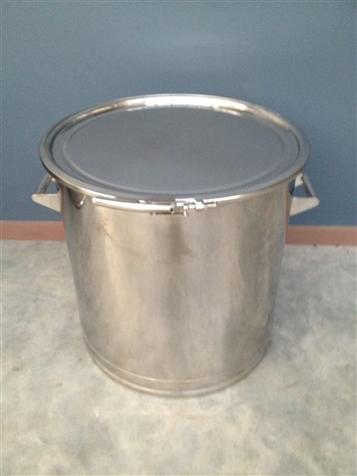 100lt Single Skin Stainless Steel Drum lid closed by Barry Brown & Sons in Victoria
