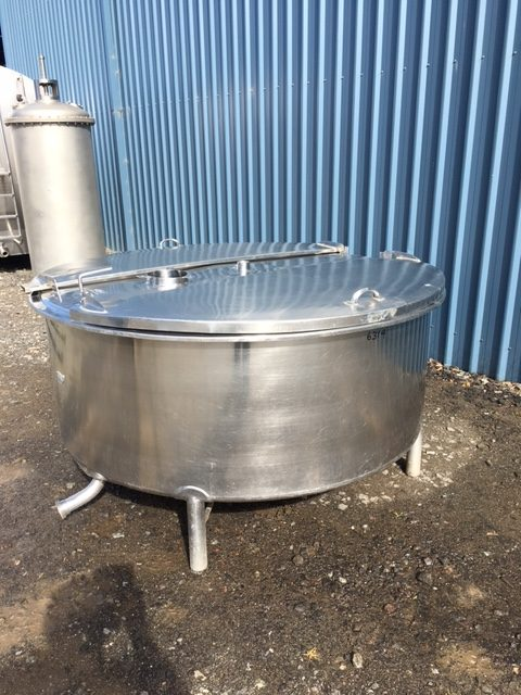 1100lt single skin stainless steel Tank Lids Closed by Barry Brown & Sons in Victoria