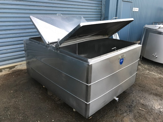 1540lt Jacketed Stainless Steel Tank Both Lids Open by Barry Brown & Sons in Victoria