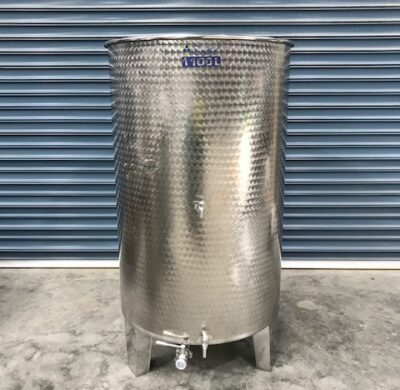 1100lt stainless steel wine style tank full view by barry brown & sons in victoria