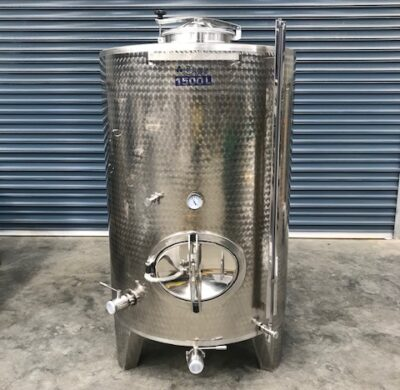 1500lt stainless steel enclosed wine style tank full view by barry brown & sons in victoria