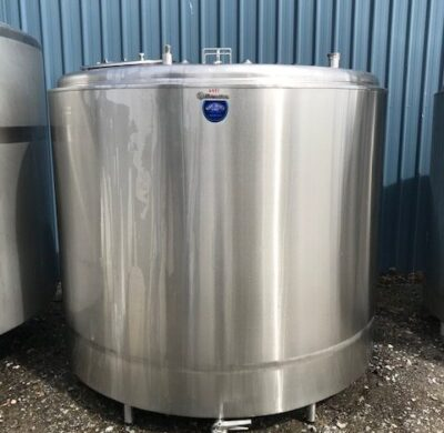 4,500lt Insulated stainless steel tank front view by Barry Brown & Sons in Victoria